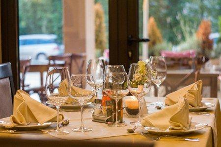 Riapertura dei ristoranti. L'Emilia Romagna vara un protocollo innovativo.